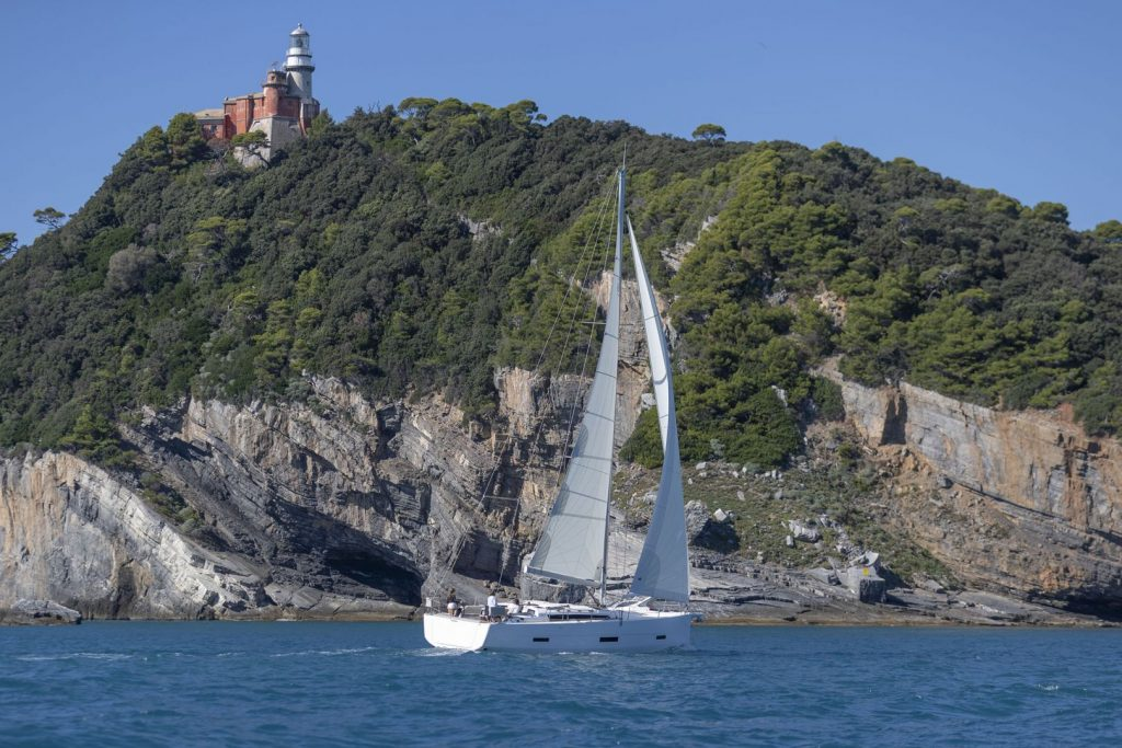 Dufour 430 sailing