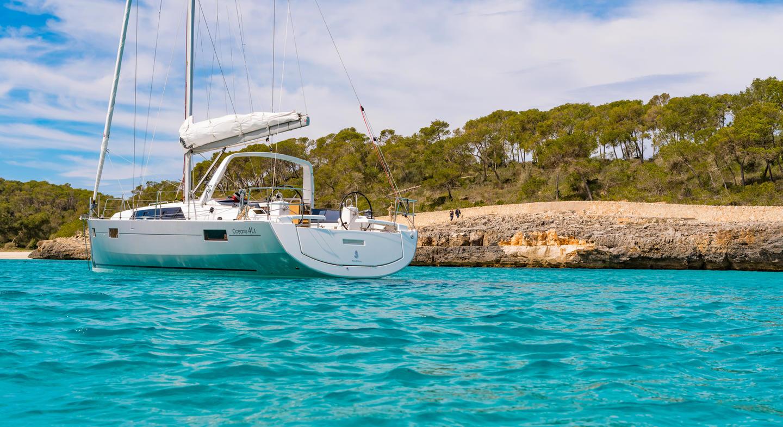 Oceanis 41.1 sailing