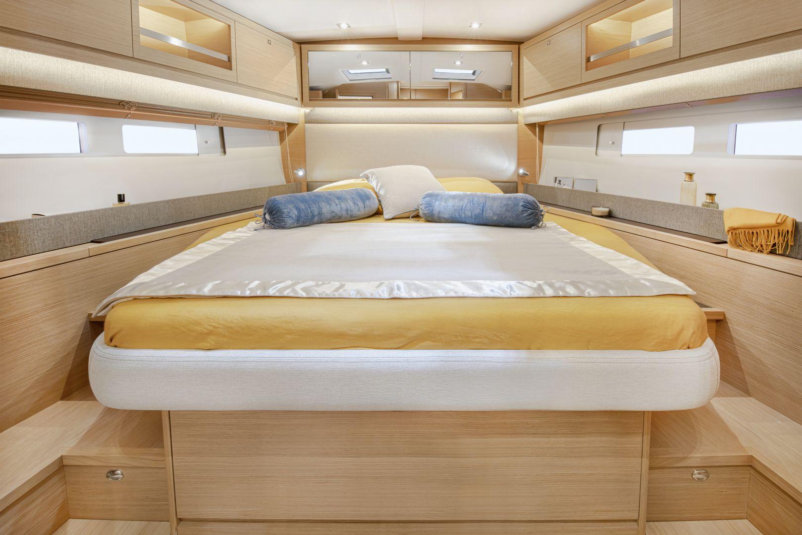 Dufour 530 bedroom