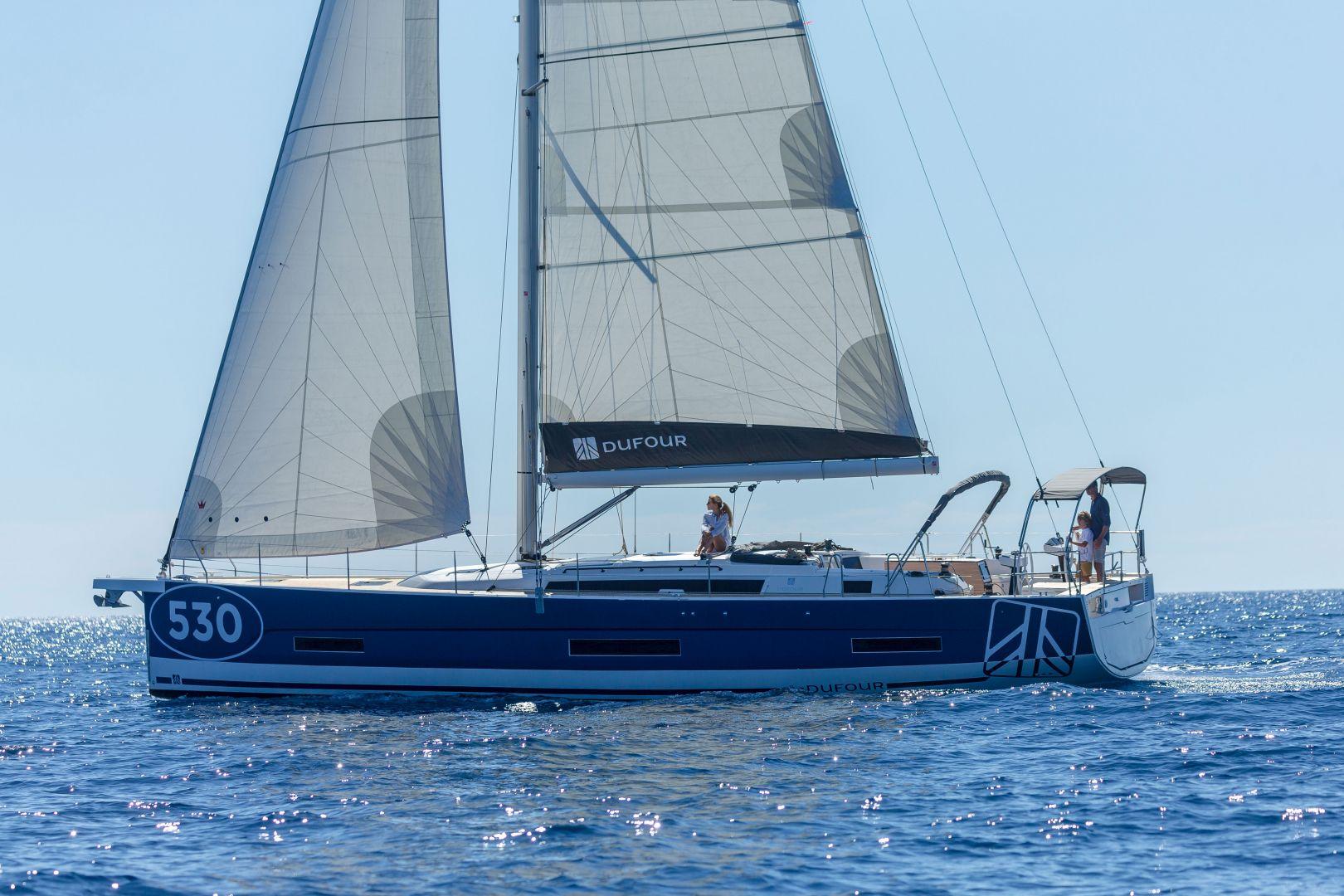 Dufour 530 sailing